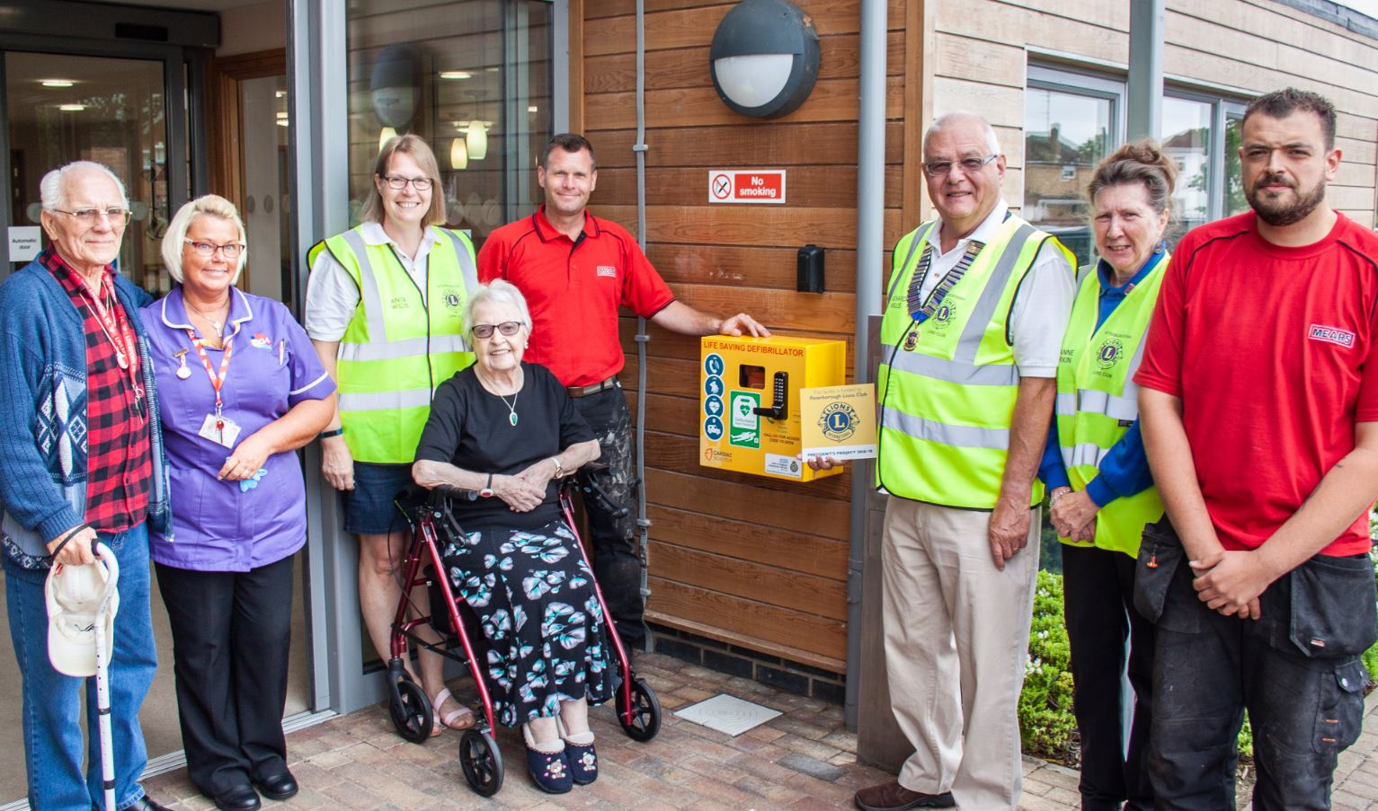 Defibrillator for Stanground thanks to the generosity of Peterborough Lions Club